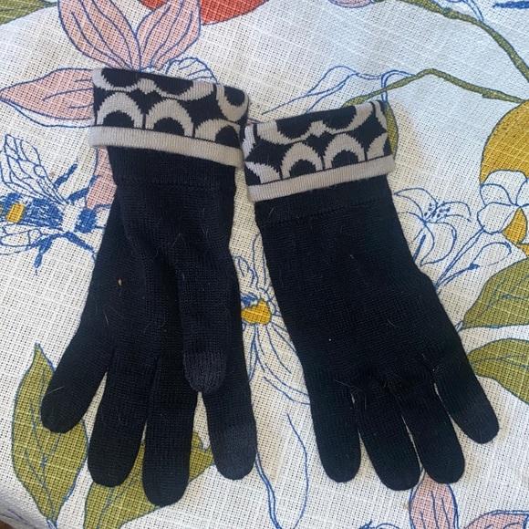 Coach signature black tan gloves knit winter